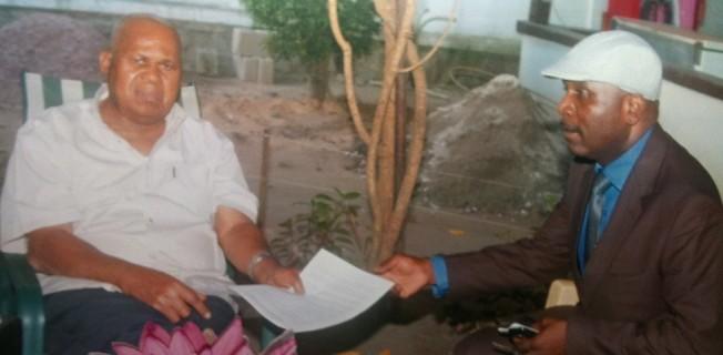 DIOMI NDONGALA DONNE LA CHARTE CONSTITUTIVE DE LA MPP  AU PRESIDENT ETIENNE TSHISEKEDI - MARS 2012
