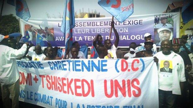 dc rassop liberation prisonniers politiques diomi et ngoy banderole