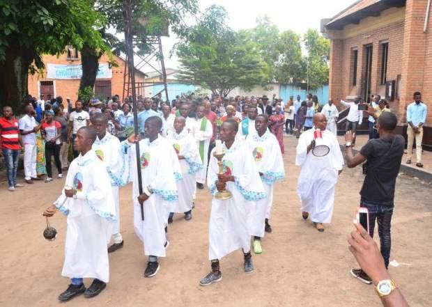 249221-photo-1-procession